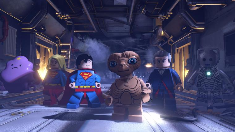 That's right. ET is helping Superman and Supergirl. or is he helping the Cyberman?